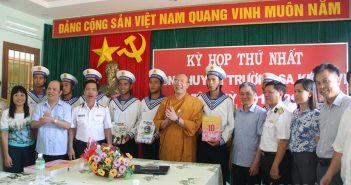 Chùa Ba Vàng tặng quà đến các chùa Trường Sa
