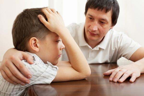 Trẻ luôn muốn được bố mẹ đối xử như một người bạn. Ảnh minh họa: E.B.